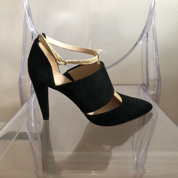 """Black and gold 3"""" heels ✨"""